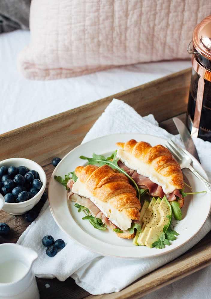 E para começar bem o dia sirva croissant recheado