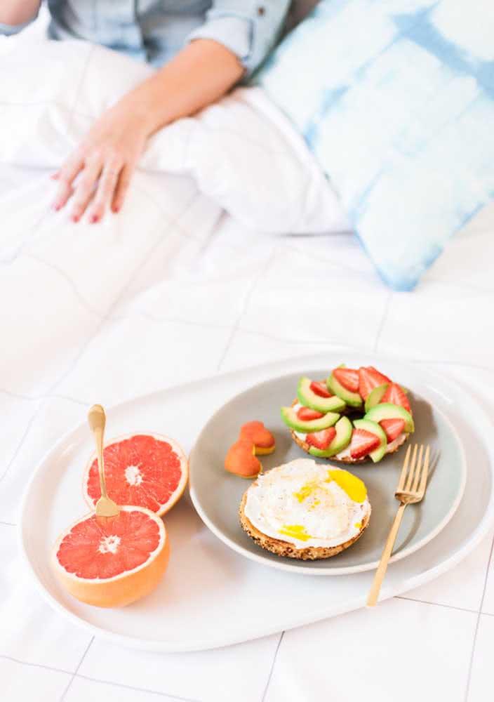 Ovos mexidos e frutas dão conta dessa outra surpresa matinal