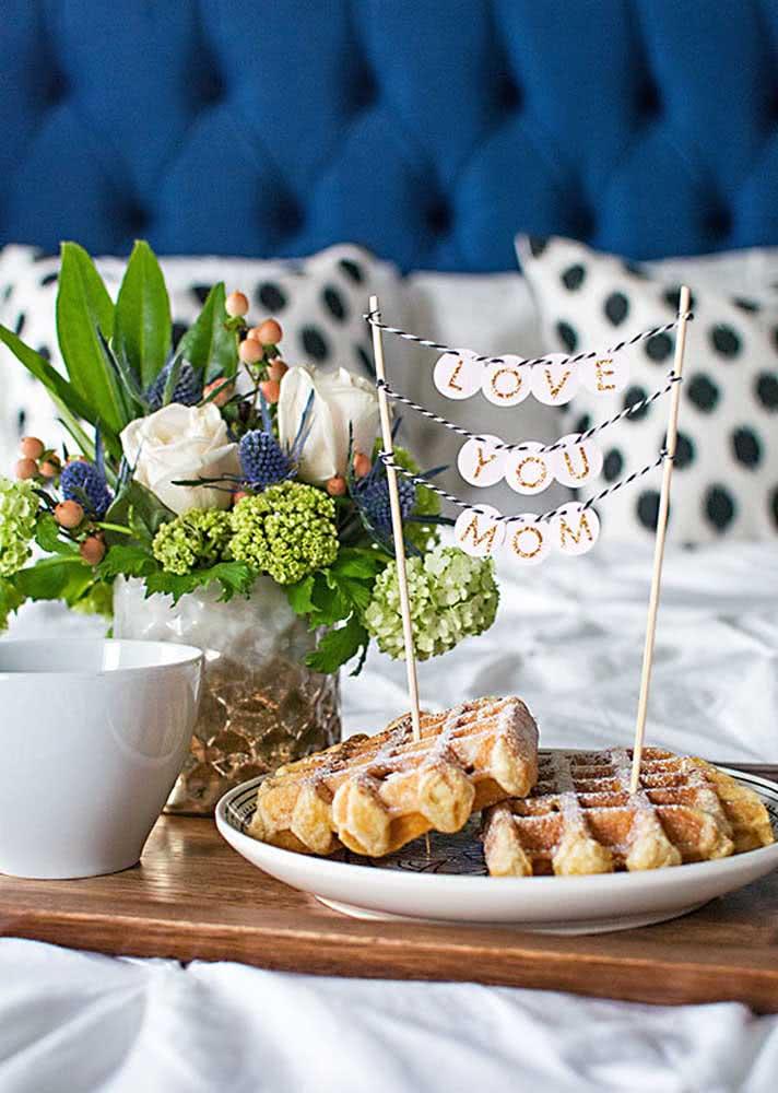 O café da manhã na cama também pode ser uma linda opção de presente no dia das mães