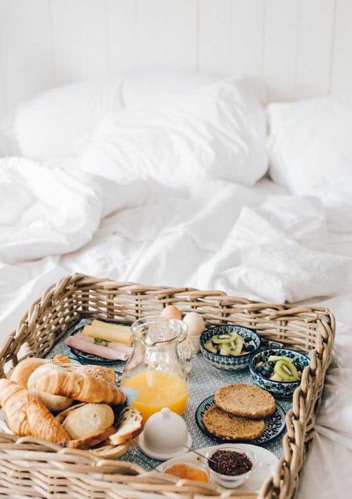 Pães quentinhos para um café da manhã saboroso