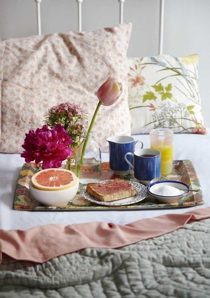Flores para trazer carinho e delicadeza ao café da manhã