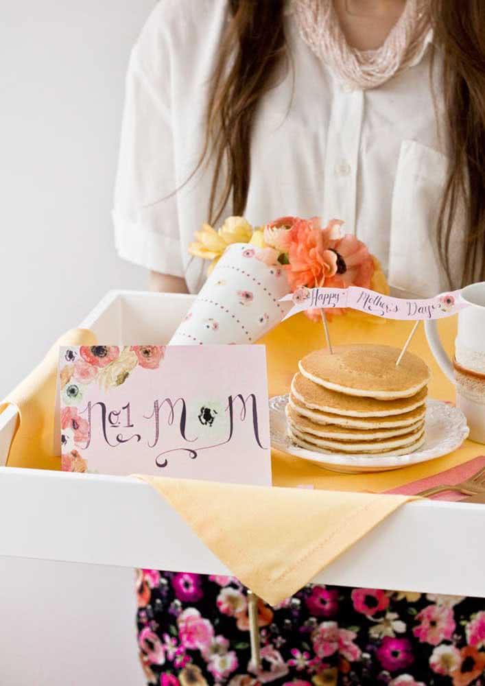 Café da manhã colorido para celebrar o dia das mães