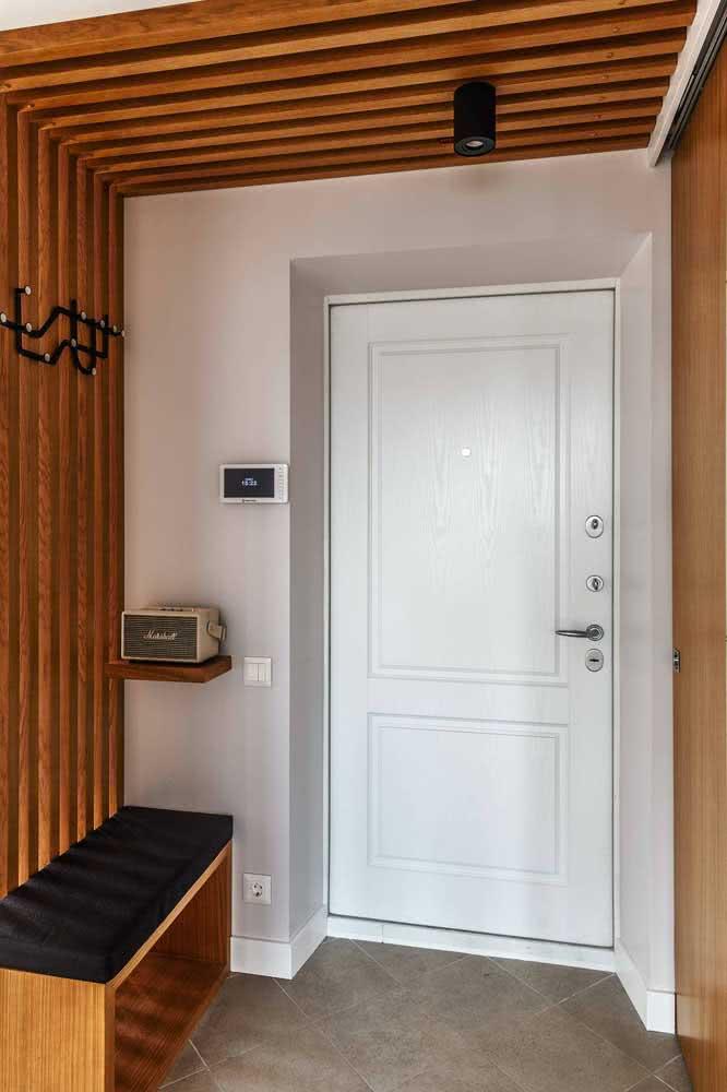 Painel ripado para o hall de entrada: um jeito simples de redecorar a entrada da casa