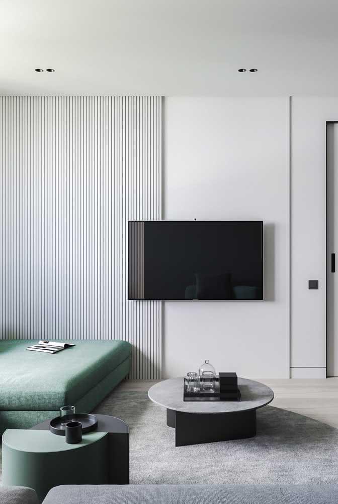 Já para quem prefere algo mais clean e minimalista, o painel ripado branco é perfeito