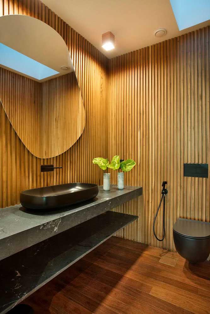 O painel ripado de madeira deixa os ambientes mais confortáveis e aconchegantes