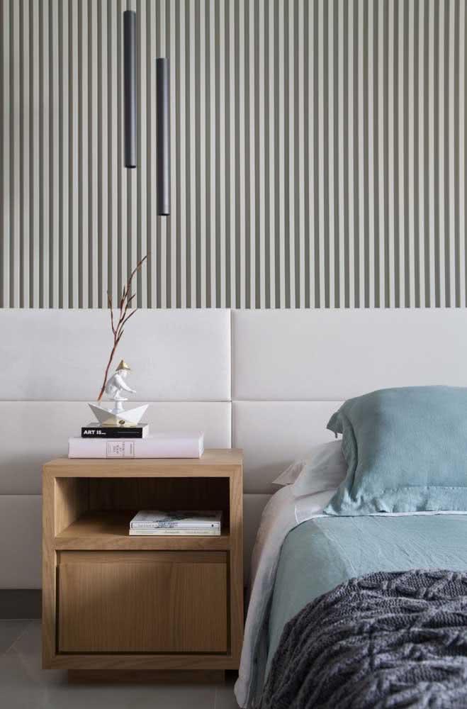 Painel ripado cinza para a cabeceira da cama