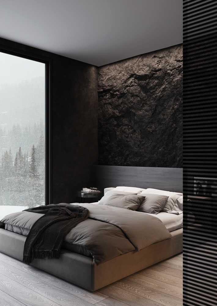 Parede com textura de rocha natural no quarto de casal aconchegante