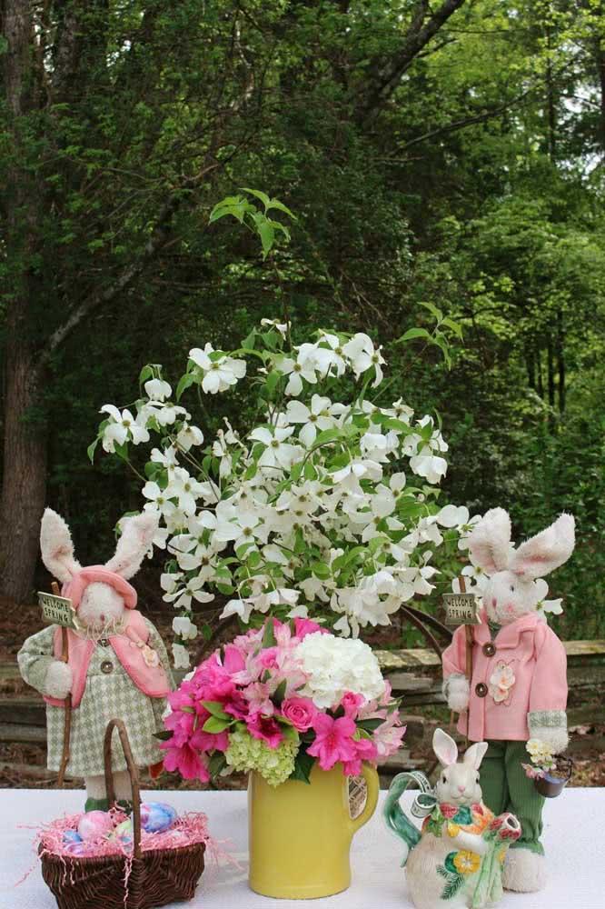 O que acha de um arranjo de astromélias para a decoração de páscoa?