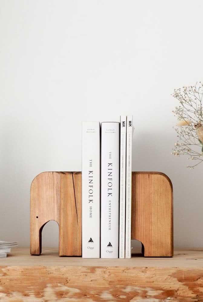 Aparador de livros criativo com formato de elefantinho, muito fofo né?