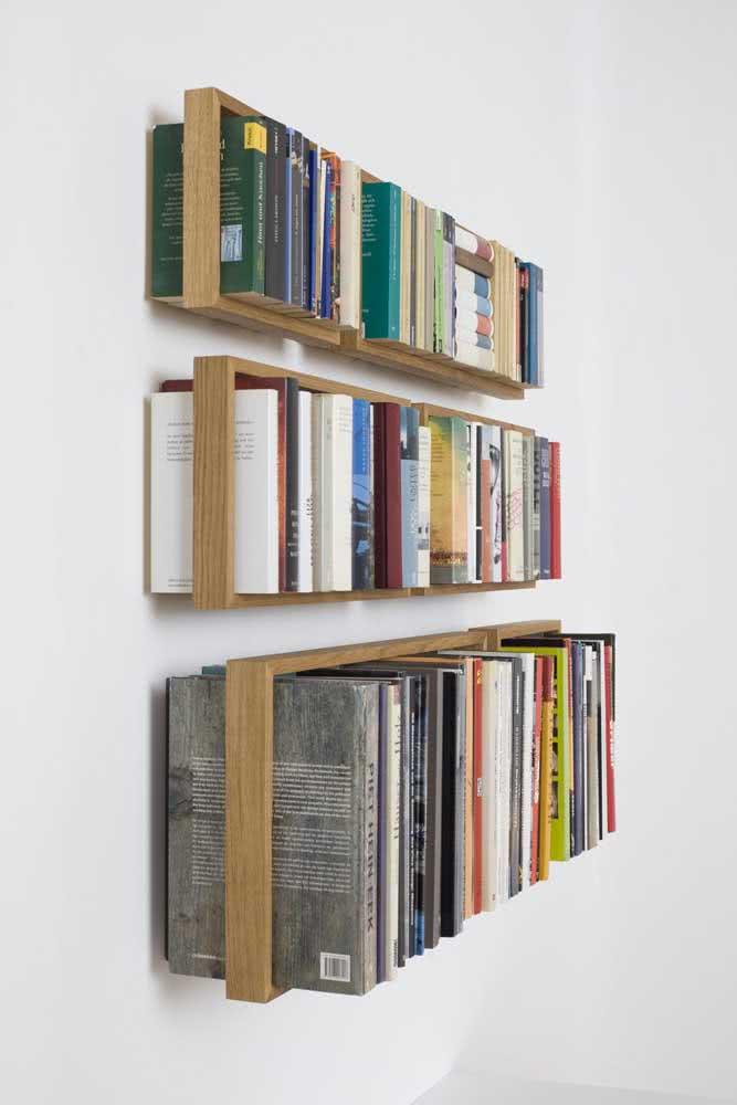 Aparador de livros suspenso: tudo organizado e de fácil alcance