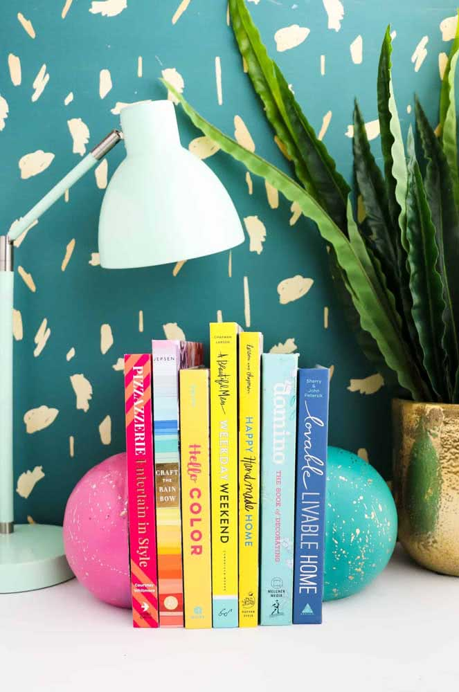 Uma esfera cortada ao meio dá asas à imaginação, assim como os livros!