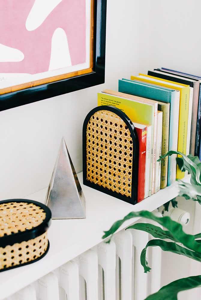 Aparador de livros combinando com a caixinha decorativa