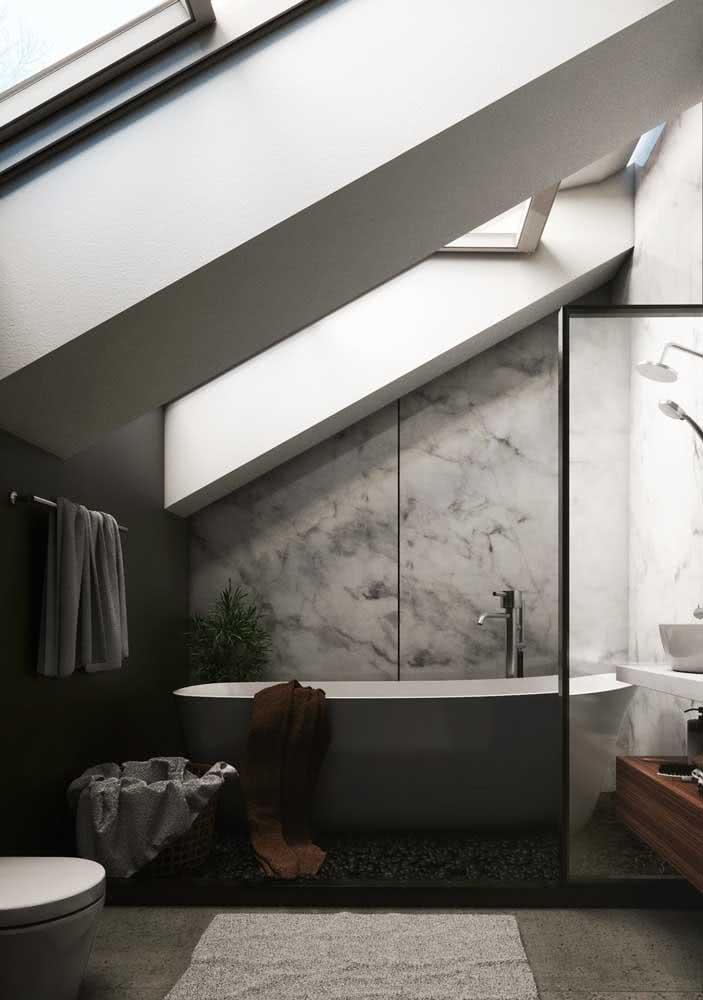 O sonho de ter um banheiro com banheira pode se realizar no sótão