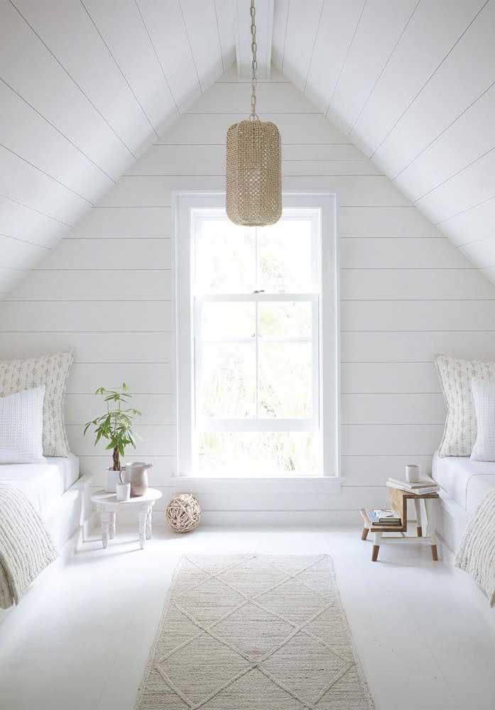 Cores claras para aumentar a iluminação natural do sótão