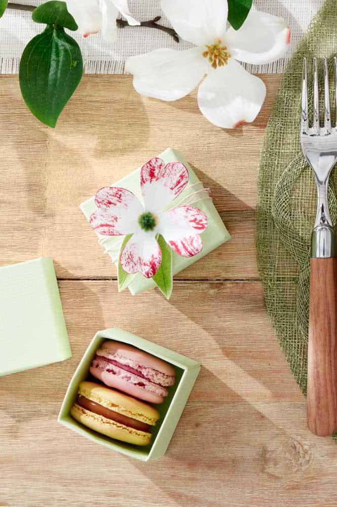 Caixinhas decoradas para presentear feitas em papel machê: você também pode usar como lembrancinha de festa