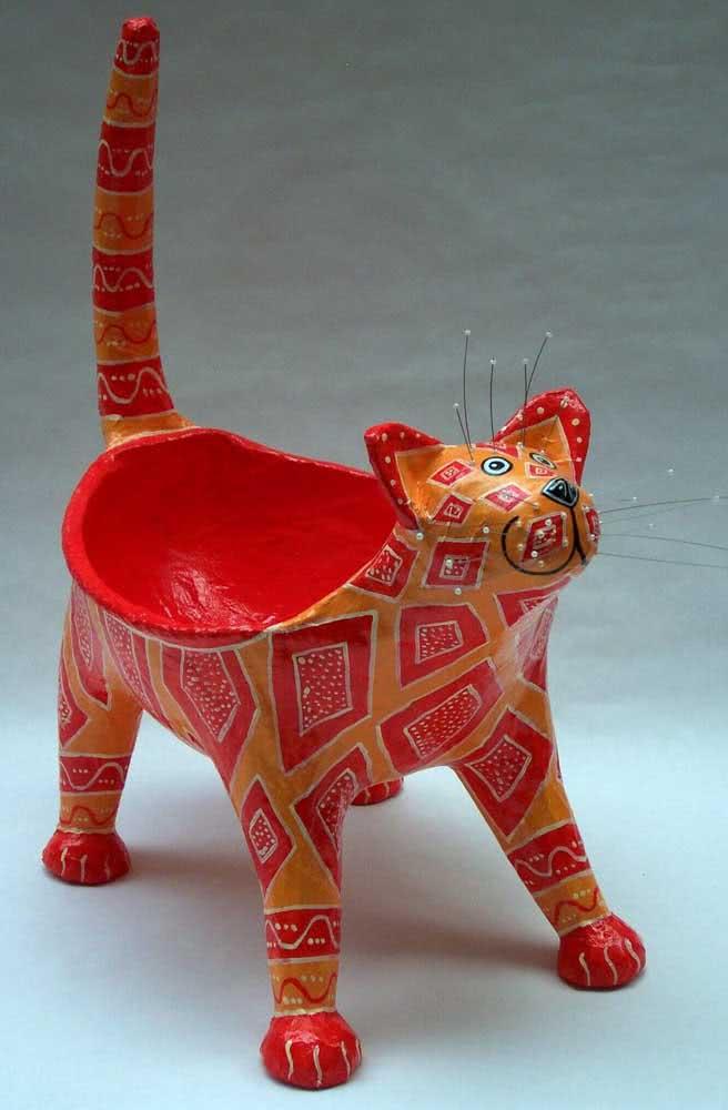 Escultura de gato em papel machê. Arte tipicamente brasileira
