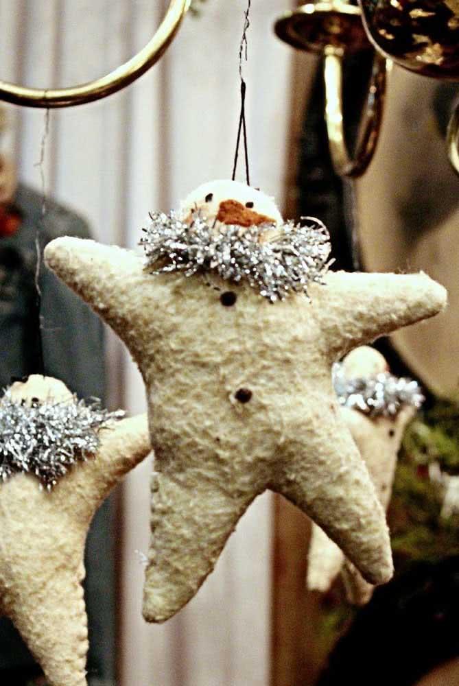 Bonequinhos de papel machê para decorar a casa. Uma boa ideia para os enfeites de natal