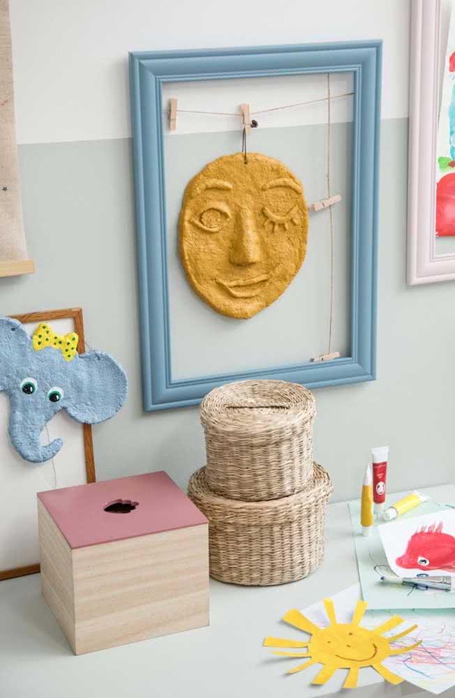 Aqui, a dica é usar a massa de papel machê para criar a decoração do quartinho do bebê