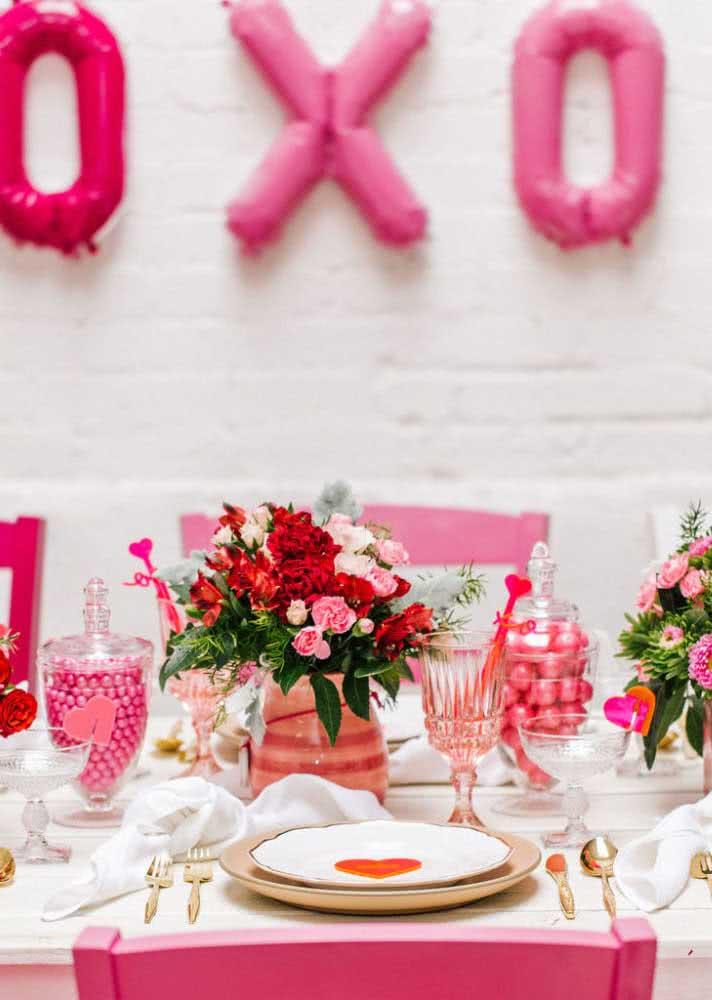 Mesa de café da manhã romântica em tons de rosa