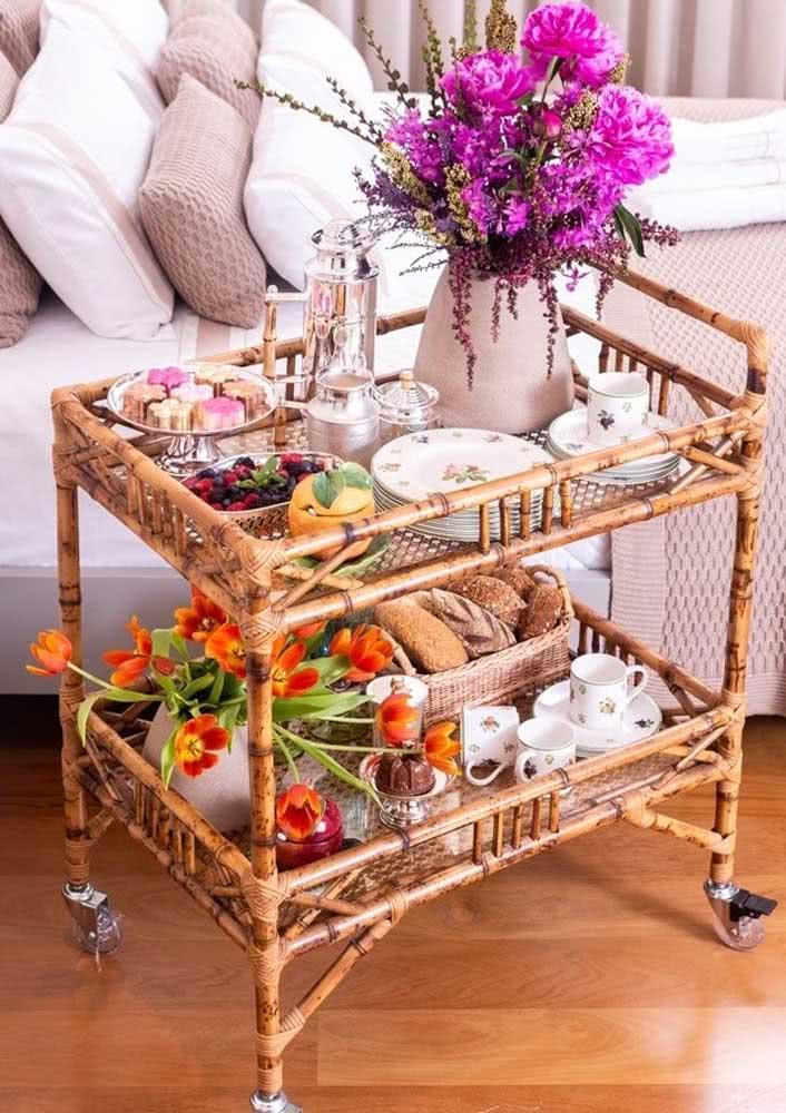 O carrinho é perfeito para servir o café da manhã na cama