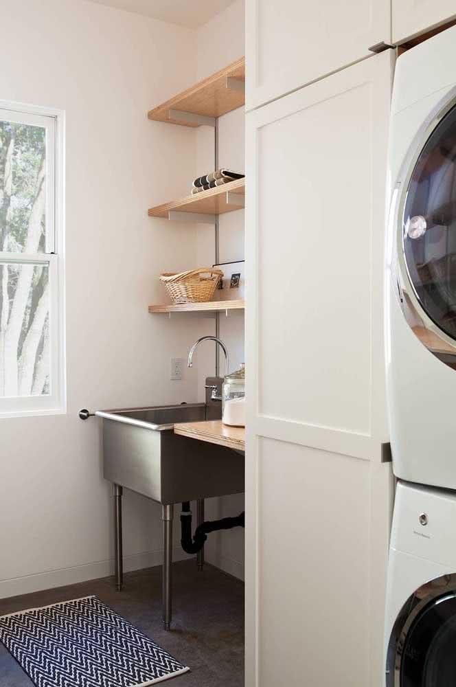 Prateleiras para lavanderia com regulam de altura, afinal, você pode precisar
