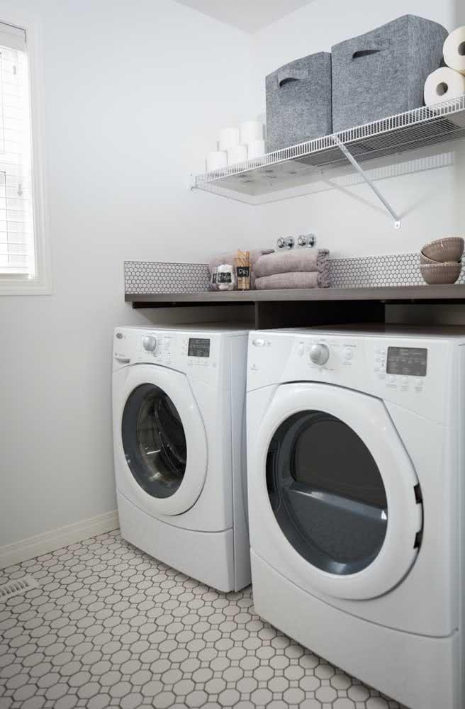 Prateleira aramada para lavanderia: moderna e prática