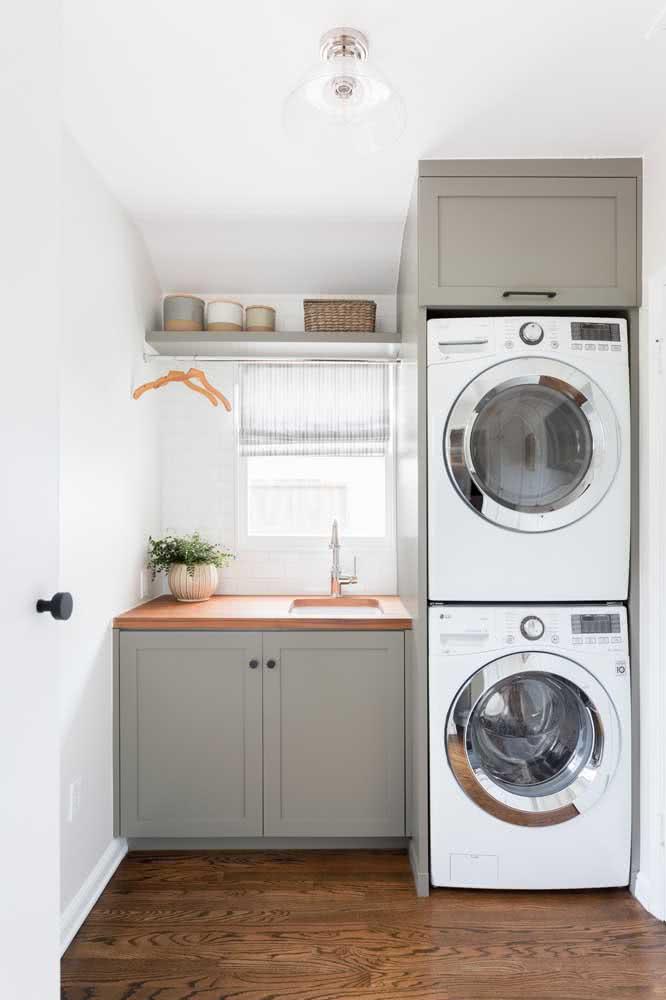 As prateleiras são o jeito mais fácil e barato de transformar a lavanderia