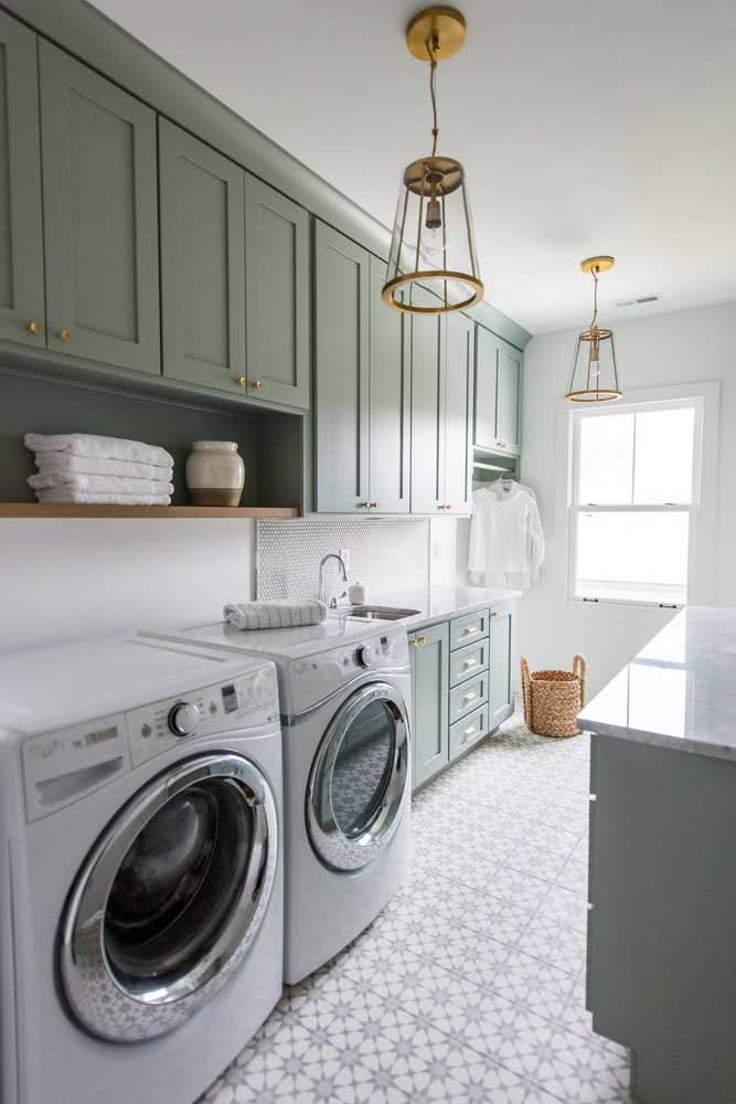Aquilo que você mais usa deixe sempre à mão sobre a prateleira da lavanderia