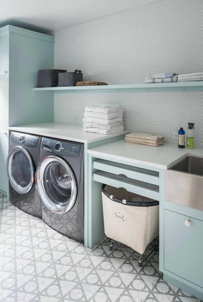 Lavanderia organizada e planejada com móveis funcionais e feitos sob medida para o espaço
