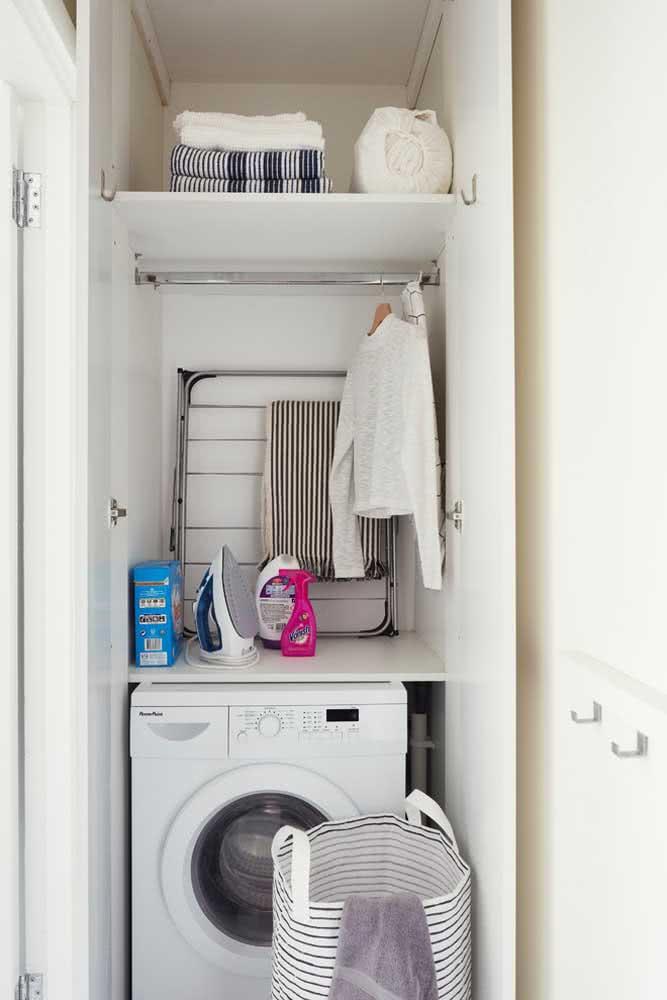 Prateleira para lavanderia com cabideiro: mais praticidade no dia a dia