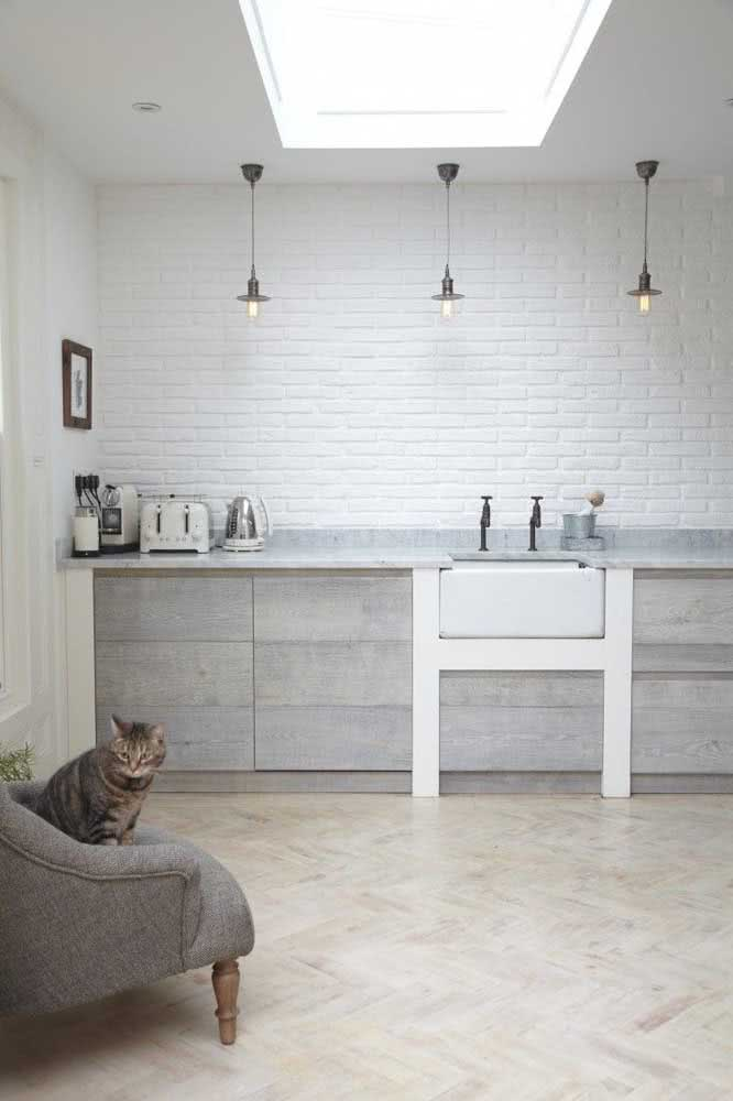 Cozinha moderna e minimalista decorada com tijolinhos brancos