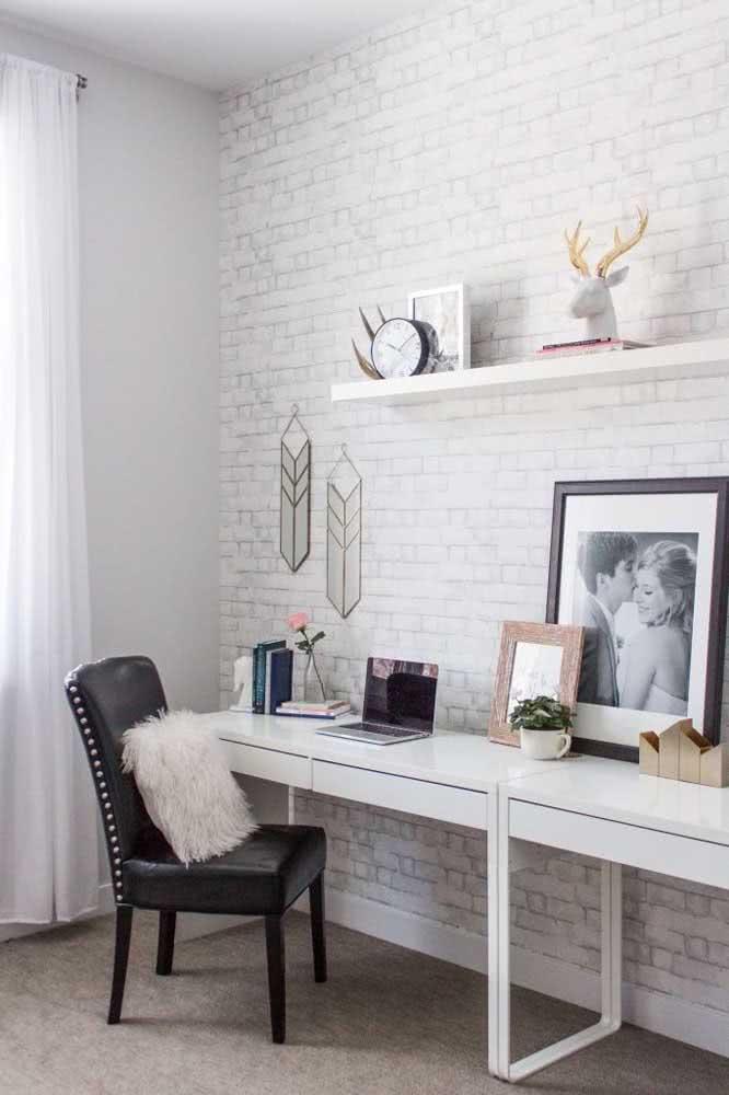 Papel de parede de tijolinhos brancos para o home office