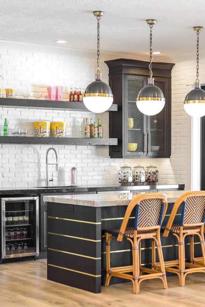 Cozinha vintage também combina com tijolinhos brancos