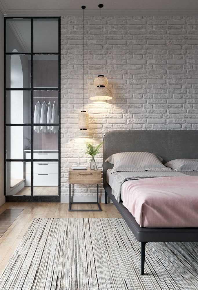 Uma iluminação diferenciada para deixar os tijolinhos brancos ainda mais bonitos