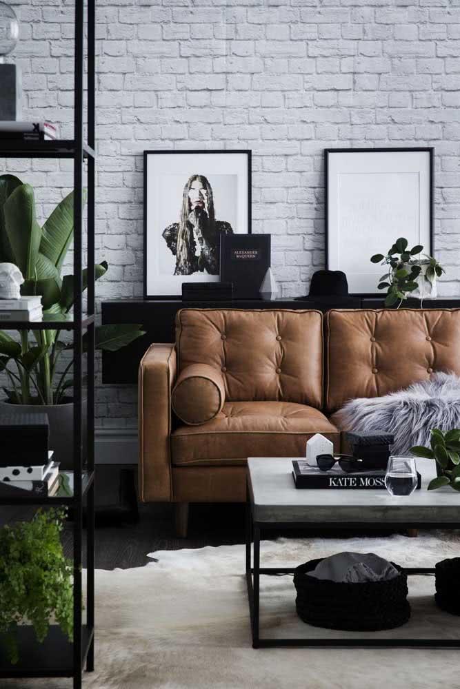 Para a sala moderna de estilo industrial, os tijolinhos brancos se destacam junto com os elementos em preto