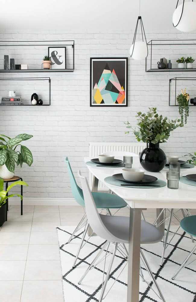 Tijolinhos brancos em uma sala moderna e jovem