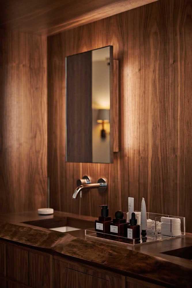 A iluminação faz toda diferença no resultado final do banheiro amadeirado