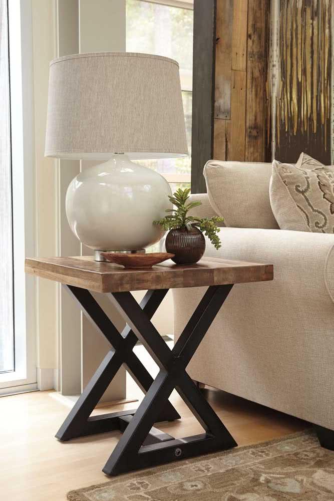 Mesa lateral industrial: um toque rústico moderno para decoração