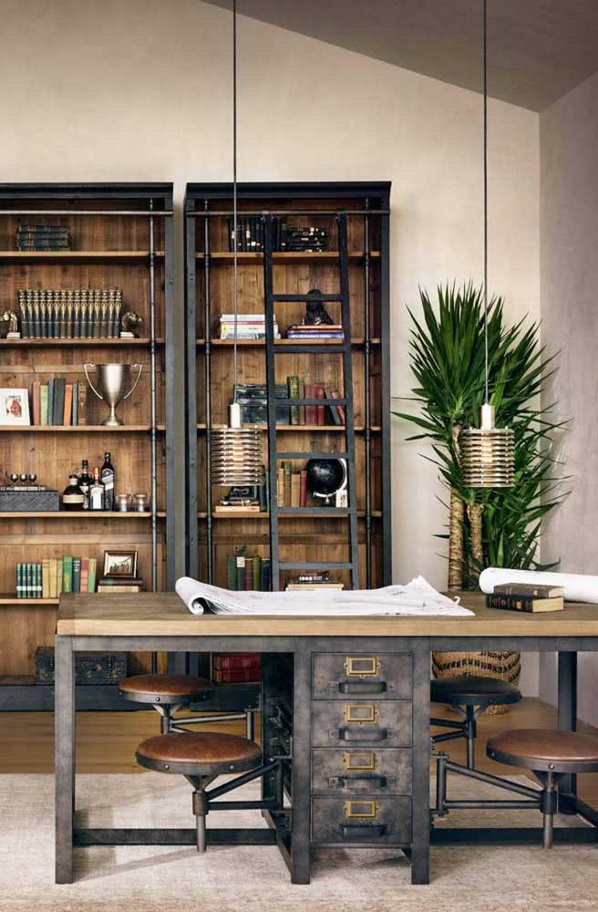 Rusticidade é a palavra que define essa mesa de escritório industrial