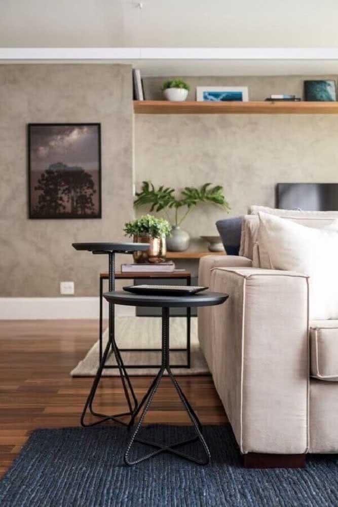 Vergalhões de ferro também são ótimos para criar mesas de estilo industrial