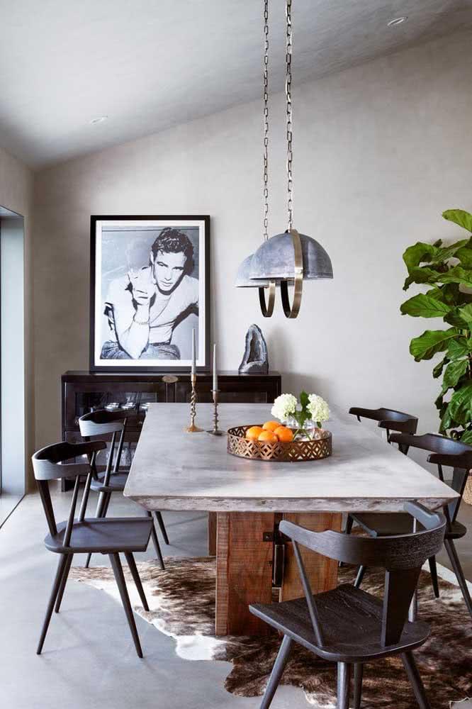 Rústica e moderna, a mesa industrial passeia por diversos estilos decorativos