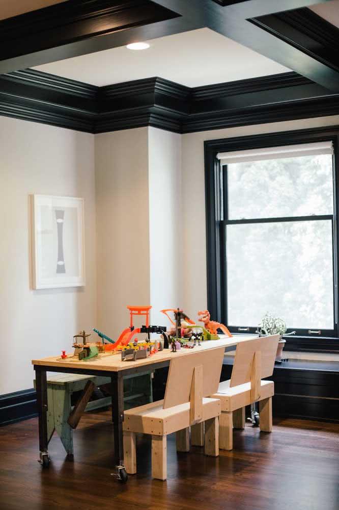 Mesa de jantar industrial combinada a banco e cadeiras
