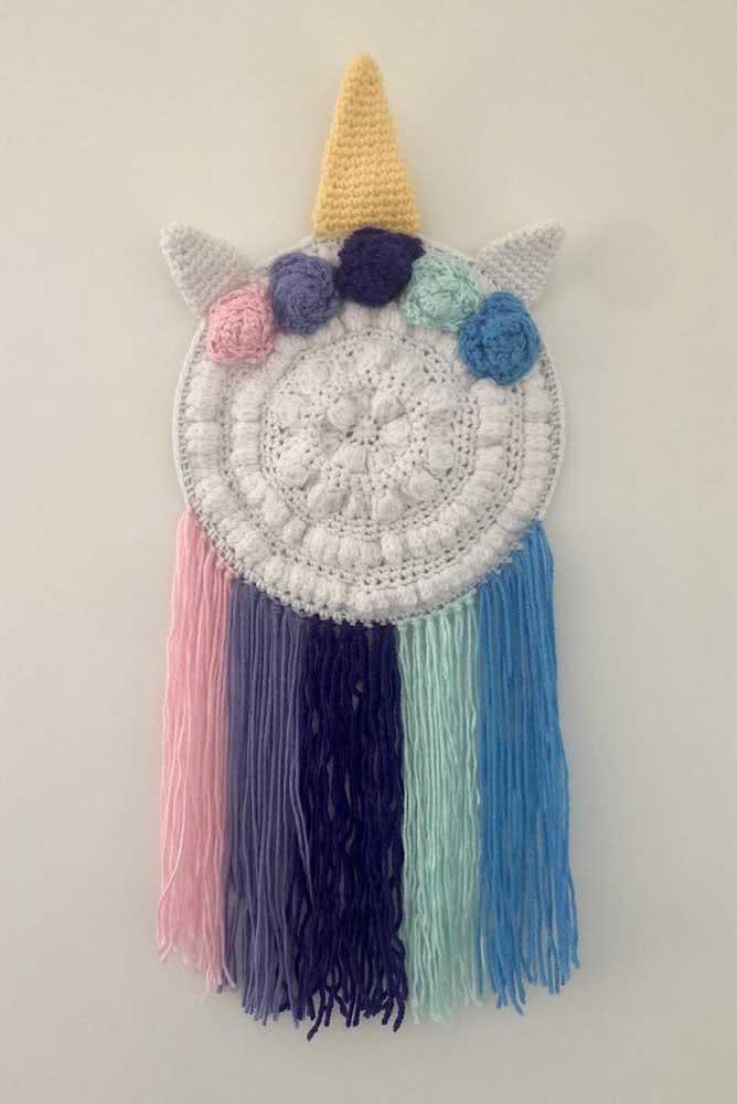 Um mix de unicórnio de crochê com macramê e filtro dos sonhos