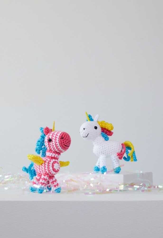 Solte a imaginação e crie unicórnios de crochê nas mais variadas cores