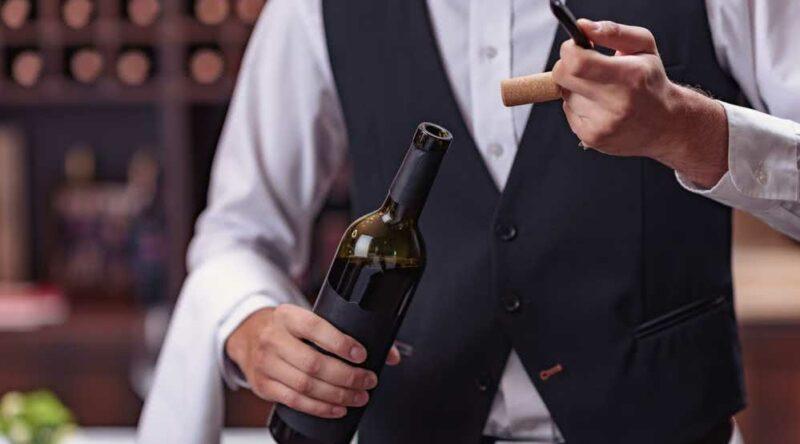 Como abrir garrafa de vinho sem saca rolhas: 6 truques eficientes para você seguir
