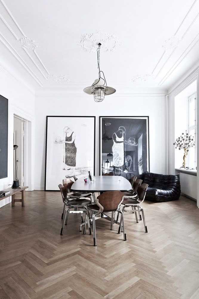 Em preto e branco com efeito espelhado