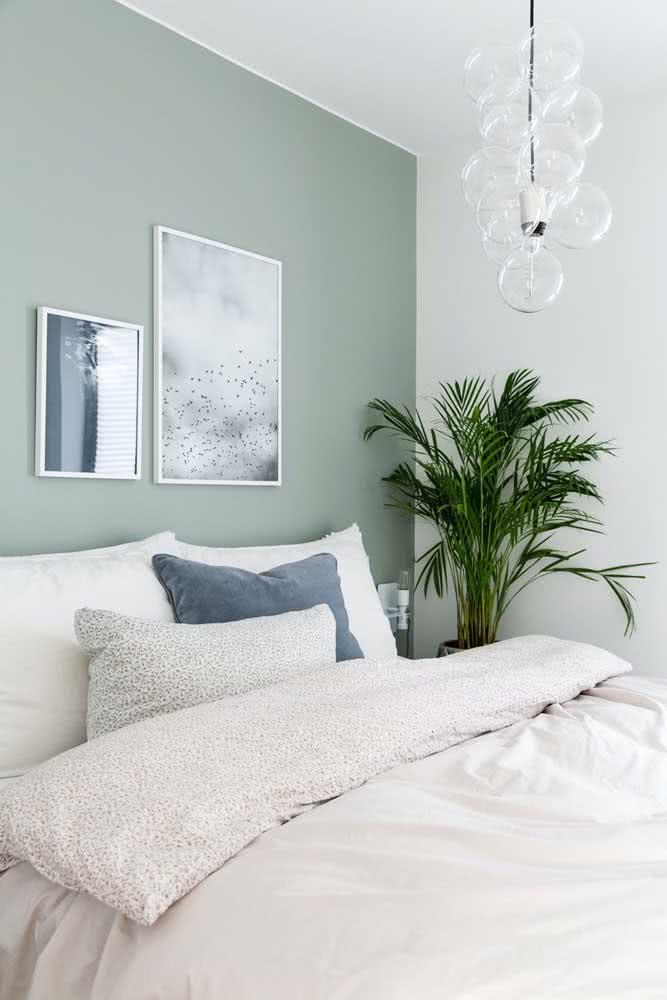 Composição de quadros para o quarto com temas que inspiram tranquilidade