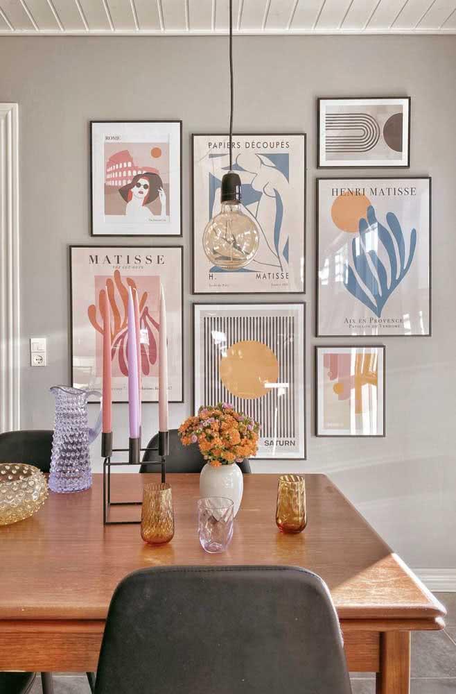 Artistas famosos e cores alegres chamam a atenção nessa composição de quadros