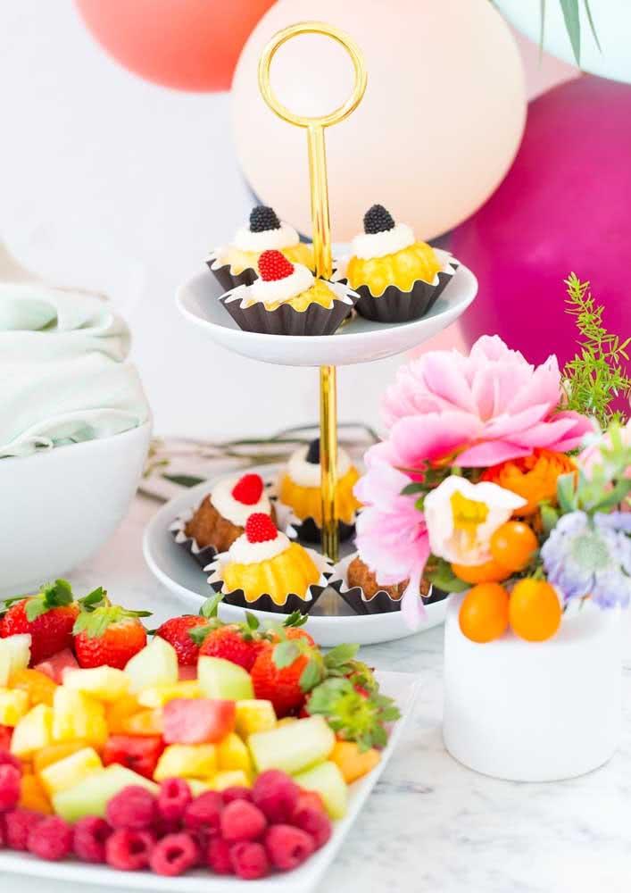 As frutas decoram e completam o cardápio