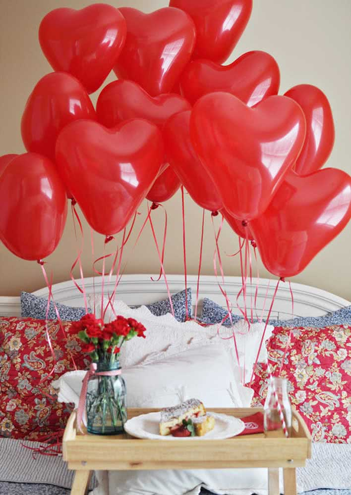 Os balões de coração garantem o clima apaixonante